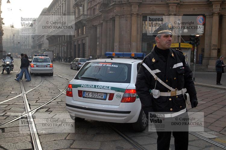 - Milan, urban policemen direct the traffic in Cordusio square....- Milano, vigili urbani dirigono il traffico in piazza Cordusio