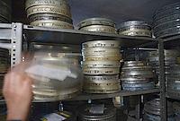 Europe/Pologne/Lodz: Ecole Supérieure d'art Cinématographique, Televisuel et Théatral rue Targowa ou furent formés Polanski, Wajda… les archives recelelnt des boites avec des boites portant le nom d'élèves devenus célèbres.