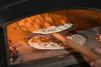 Europe/France/Alsace/67/Bas-Rhin/ Marlenheim: Cuisson des tartes flambées lors  de la Fête du Mariage de l'Ami Fritz