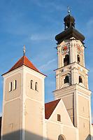 Deutschland, Bayern, Oberbayern, Hopfenanbaugebiet Hallertau (Holledau), Stadt Geisenfeld: Stadtpfarrkiche | Germany, Upper Bavaria, hop-planting area Hallertau (Holledau), town Geisenfeld: parish church