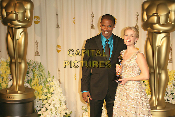 JAMIE FOXX & REESE WITHERSPOON.The 78th Annual Academy Awards - Press Room, held at the Kodak Theatre, Los Angeles, California, USA, .5th March 2006..oscars half length  grey silver vintage Christian Dior dress gown holding oscar winner .Ref: ADM/RE.www.capitalpictures.com.sales@capitalpictures.com.©Russ Elliot/AdMedia/Capital Pictures.