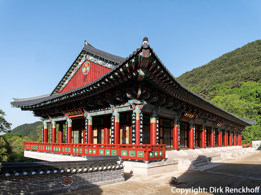 buddhistischer Hwaeomsa Tempel in Jirisan Nationalpark, Provinz Jeollanam-do, S&uuml;dkorea, Asien<br /> buddhist Hwaeomsa temple in Jirisan national park, province Jeollanam-do, South Korea, Asia