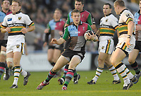 Twickenham. GREAT BRITAIN Quins Mike BROWN, running with the ball,  during the, Guinness Premiership game between, NEC Harlequins and Northamption Saints, on Sat., 04/11/2006, played at the Twickenham Stoop, England. Photo, Peter Spurrier/Intersport-images].....
