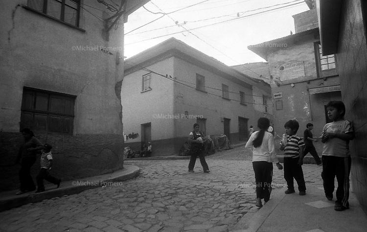 02.2010  Coroico (Bolivia)<br /> <br /> Rue de coroico pendant le carnaval.<br /> <br /> Street of Coroico during carnival.