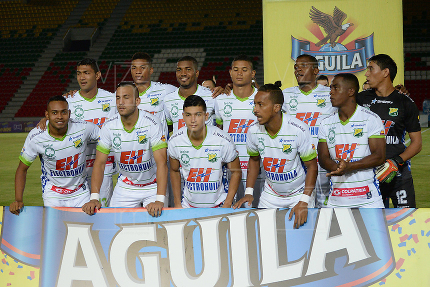 IBAGUÉ -COLOMBIA, 15-01-2015. Jugadores de Atlético Huila posan para una foto previo al encuentro con Deportes Tolima por la fecha 10 de la Liga Aguila I 2016 jugado en el estadio Manuel Murillo Toro de la ciudad de Ibagué./ Players of Atletico Huila pose toa photo prior the matcha against Deportes Tolima for the date 10 of the Aguila League I 2016 played at Manuel Murillo Toro stadium in Ibague city. Photo: VizzorImage / Juan Carlos Escobar / Str