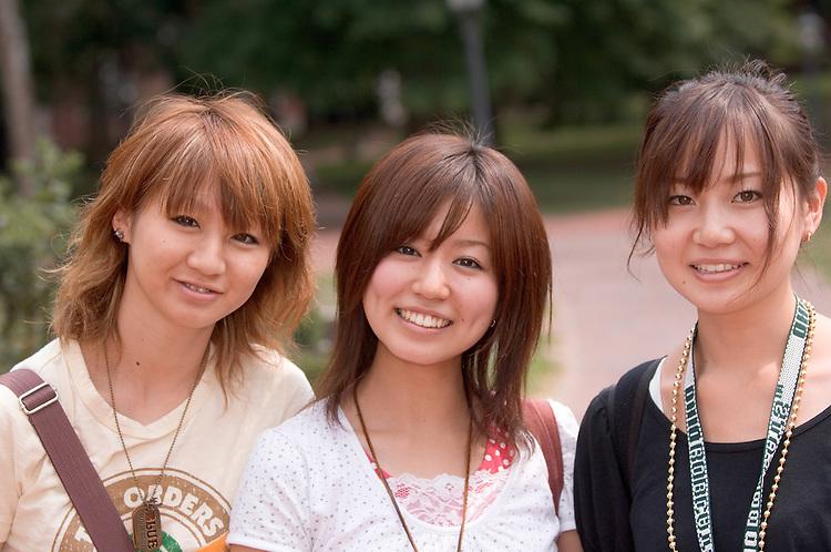 18333Campus Students, Summer...Kasumi Ban, Miu Kiyohashi, Eri Kato(black)