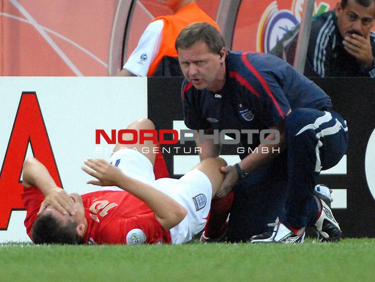 FIFA WM 2006 -  Gruppe B Vorrunde ( Group B )<br /> <br /> Play    #35 (20-Jun) - Schweden vs England <br /> <br /> <br /> <br /> Michael Owen (ENG) verletzt an der Seitenlinie , wurde verletzt ausgewechselt.<br /> <br /> <br /> <br /> Foto &copy; nordphoto