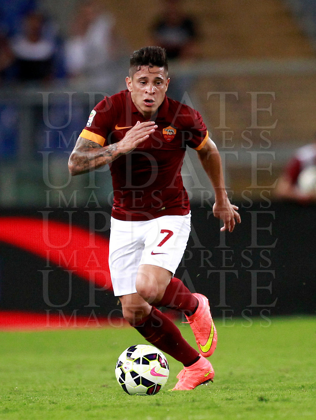 Calcio, amichevole Roma vs Fenerbahce. Roma, stadio Olimpico, 19 agosto 2014.<br /> Roma forward Juan Iturbe, of Argentina, in action during the friendly match between AS Roma and Fenerbahce at Rome's Olympic stadium, 19 August 2014.<br /> UPDATE IMAGES PRESS/Isabella Bonotto