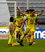 MANIZALES-COLOMBIA, 19-10-2019: Michael Ordóñez de Atlético Huila, celebra con sus compañeros el gol anotado al Once Caldas durante partido de la fecha 18 entre Once Caldas y Atlético Huila, por la Liga de Águila II 2019 en el estadio Palogrande en la ciudad de Manizales. / Michael Ordóñez of Atletico Huila, celebrates with his teammates a scored goal to Once Caldas during a match of the 18th date between Once Caldas and Atletico Huila, for the Aguila Leguaje II 2019 at the Palogrande stadium in Manizales city. Photo: VizzorImage  / Santiago Osorio / Cont.