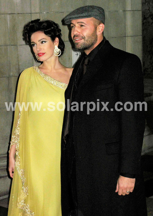"ALL ROUND PICTURES FROM SOLARPIX.COM.**NO PUBLICATION IN FRANCE, SCANDANAVIA, AUSTRALIA AND GERMANY** UK RESTRICTIONS:  NO NEWSPAPER PUBLICATION, MAGAZINES ONLY**.Kelly Brook and Billy Zane attend the 2006 British Fashion Awards at the V&A Museum in London on 02.11.06. JOB REF: 3009/SFE..""MUST CREDIT SOLARPIX.COM OR DOUBLE FEE WILL BE CHARGED"".."