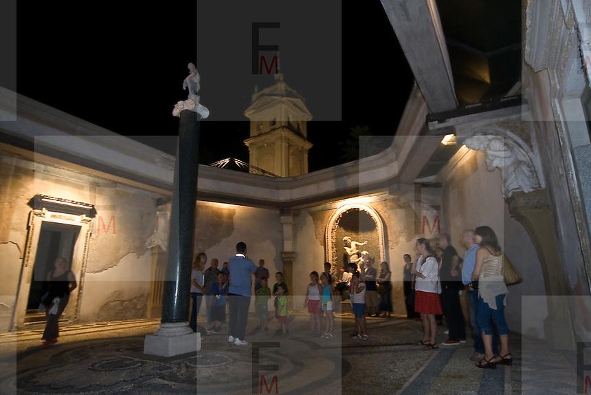 """Visite guidate nel """"Cortile delle Piogge"""" nella Villa Litta di Lainate..Guided tours in the """"Cortile delle Piogge"""" of Villa Litta Borromeo in Lainate"""