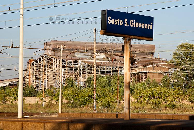 Sesto San Giovanni (Milano), ex area industriale delle acciaierie Falck vista dalla stazione ferroviaria --- Sesto San Giovanni (Milan), former industrial site of Falck steelworks viewed from the railway station