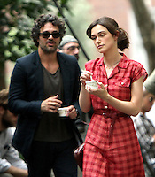 July 18, 2012 Mark Ruffalo and Keira Knightley shooting on location for the new VH-1 movie Can a Song Save Your Life? in New York City. © RW/MediaPunch Inc. /*NORTEPHOTO.COM* **CREDITO*OBLIGATORIO** *No*Venta*A*Terceros*.*No*Sale*So*third* ***No*Se*Permite*Hacer Archivo***No*Sale*So*third*©Imagenes*