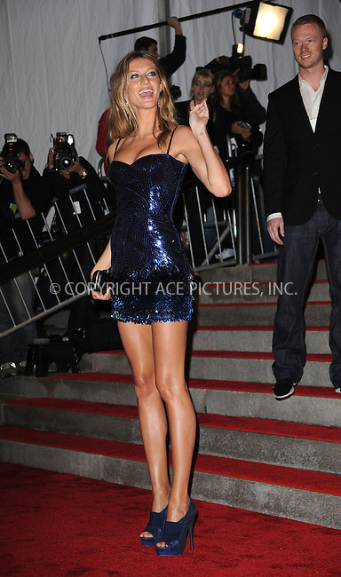 WWW.ACEPIXS.COM . . . . . ....May 4 2009, New York City....Gisele Bundchen arriving at 'The Model as Muse: Embodying Fashion' Costume Institute Gala at The Metropolitan Museum of Art on May 4, 2009 in New York City.....Please byline: KRISTIN CALLAHAN - ACEPIXS.COM.. . . . . . ..Ace Pictures, Inc:  ..tel: (212) 243 8787 or (646) 769 0430..e-mail: info@acepixs.com..web: http://www.acepixs.com