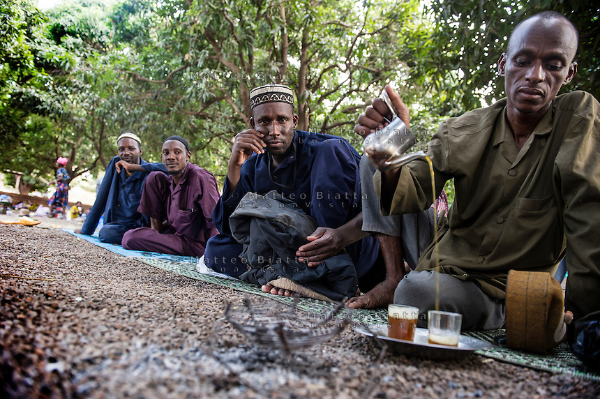 FATEBENEFRATELLI SAINT JEAN DE DIEU HOSPITAL IN TANGUIETA IN THE PICTURE RELATIVES OF PATIENTS MUSLIM DRINKING TEA IN THE GARDEN OF HOSPITAL PHOTO BY MATTEO BIATTA