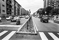 Milano, quartiere Quarto Oggiaro, periferia nord. Via Amoretti, spartitraffico --- Milan, Quarto Oggiaro district, north periphery. Amoretti street, traffic island