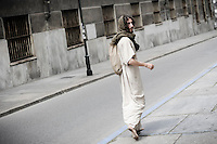 Un ragazzo vestito da Gesu' Cristo cammina durante la visita pastorale di Papa Francesco alla Sacra Sindone di Torino, 21-06-2015.<br /> A man dressed as Jesus Christ walks on the streets during the visit of Pope Francis to the Holy Shroud in Turin, Italy. The Christian tradition identifies this linen cloth as the one used to wrap the body of Jesus Christ in the tomb. <br /> Foto Giorgio Perottino/Insidefoto