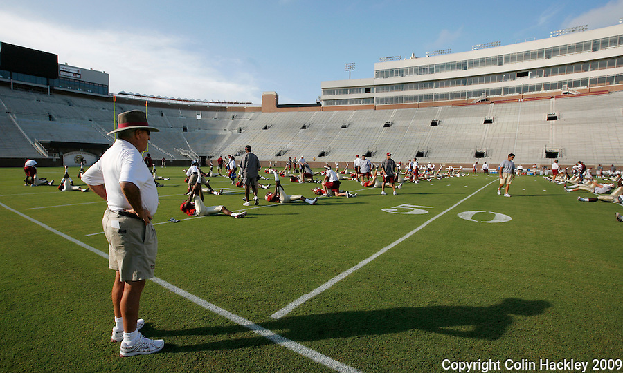 TALLAHASSEE, FL. 8/15/09-FSU-BOWDEN 0815 CH01-Florida State Coach Bobby Bowden watches his team prior to the scrimmage Saturday in Tallahassee...COLIN HACKLEY PHOTO