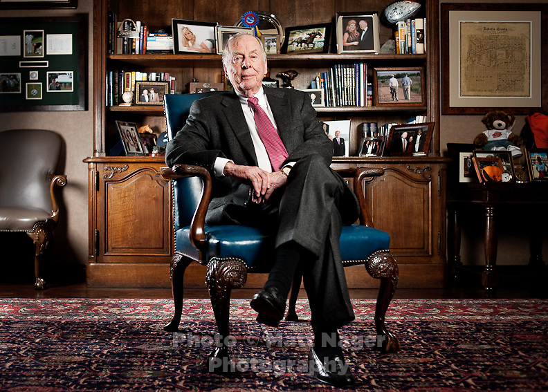 Wind and natural gas proponent T. Boone Pickens (cq) sits for a portrait in his office in Dallas, Texas, US, Tuesday, Jan., 12, 2009. Pickens is outspoken in his claim that replacing our dependency on oil with US produced natural gas is a matter of national security...PHOTOS/ MATT NAGER