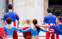 Giocolieri e majorettes dell'American Circus si esibiscono davanti a Papa Francesco durante la sua udienza generale del mercoledi' in Piazza San Pietro, Citta' del Vaticano, 3 febbraio 2016.<br /> Jugglers and majorettes of the American Circus perform in front of Pope Francis during his weekly general audience in St. Peter's Square at the Vatican, 3 February 2016.<br /> UPDATE IMAGES PRESS/Riccardo De Luca<br /> <br /> STRICTLY ONLY FOR EDITORIAL USE
