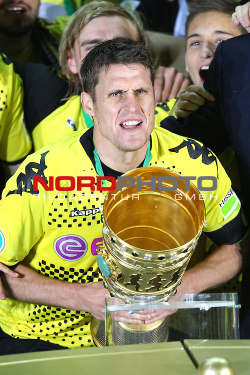 12.05.2012, Olympia Stadion, Berlin, Borussia Dortmund vs Bayern Muenchen, im Bild Christoph Dabrowski (5, VFL Bochum) mit dem Pokal<br /> <br /> // during the DFB Cup final Match Borussia Dortmund vs Bayern Muenchen, Olympia Stadion, Berlin, Germany, on 2012/05/12, Foto &copy; nph / Sielski *** Local Caption ***
