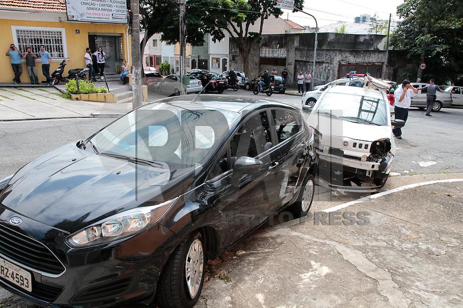 SÃO PAULO, SP, 23.03.2016 - ACIDENTE-SP - Acidente envolvendo quatro automóveis na rua Antonio Marcondes x 28 de Setembro no bairro do Ipiranga zona sul da cidade de São Paulo nesta quarta-feira, 23. (Foto: Carlos Pessuto/Brazil Photo Press)