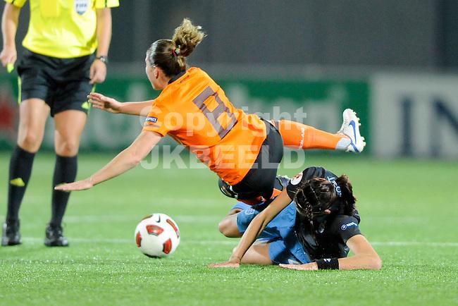 ZWOLLE - Voetbal,  Nederland - Engeland,  EK kwalificatie 2013 vrouwen, 27-10-2011 Sherida Spitse wordt gevloerd.