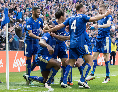 03.04.2016. King Power Stadium, Leicester, England. Barclays Premier League. Leicester versus Southampton.  Leicester City defender Wes Morgan (kneeling) celebrates with his team mates after scoring the first goal of the match in the 38th minute.