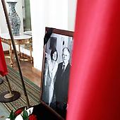 WARSZAWA, 28/06/2010: Wnetrze w palacu prezydenckim po katastrofie smolenskiej, w ktorej smierc poniosl prezydent Lech Kaczynski. Zdjecie zmarlych - prezydenta Lecha Kaczynskiego i jego malzonki Marii.<br /> Palac Prezydencki, Warszawa, Czerwiec 2010<br /> Fot: Piotr Malecki / Napo Images<br /> <br /> Warsaw, Poland, June 2010:<br /> Commemoration image of the presidential couple standing at the empty interior of Presidential Palace after Polish president Lech Kaczynski and his wife went for the flight that was to end in a crash. (Photo by Piotr Malecki / Napo Images)