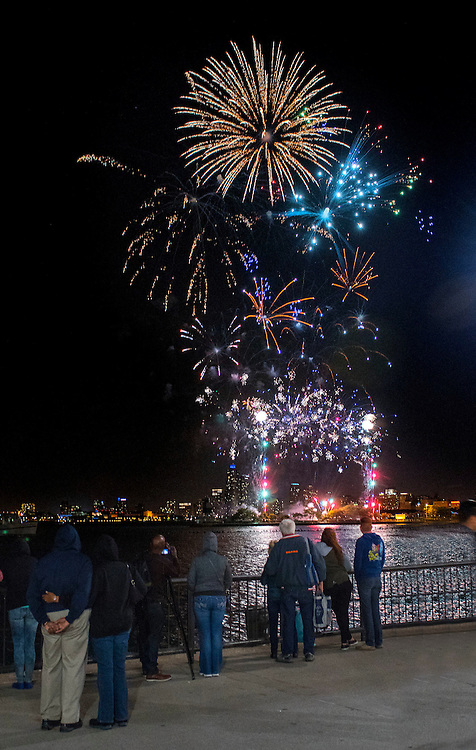 Fireworks in the sky over Lake Michigan during Venetian Night at Navy Pier. (DePaul University/Jamie Moncrief)