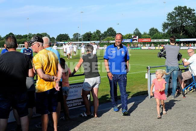 SCHOONEBEEK - Voetbal, SVV 04 - FC Emmen, voorbereiding seizoen 2018-2019, 06-07-2018,  FC Emmen trainer Dick Lukkien op weg naar de kleedkamer