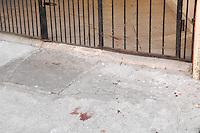 OSASCO, SP - 08.02.2012 - POLICIAIS CIVIS BALEADOS POR POLICIAIS MILITARES EM OSASCO - Tres policiais civis a paisana foram baleados por policiais militares durante uma investigação na noite desta terca-feira, em Osasco, Grande Sao Paulo. Os guardas foram confundidos com assaltantes apos uma denuncia feita no Jardim Rochedale. O ocorrido esta sendo investigado pela Corregedoria da Policia Civil.  (FOTO: RENATO SILVESTE - NEWS FREE).