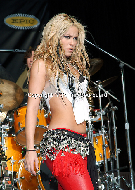 Shakira Concert on Sunset Strip in Los Angeles to promote the release of her CD on US market. November 17, 2001.            -            Shakira_concertSunsetLA15.jpg
