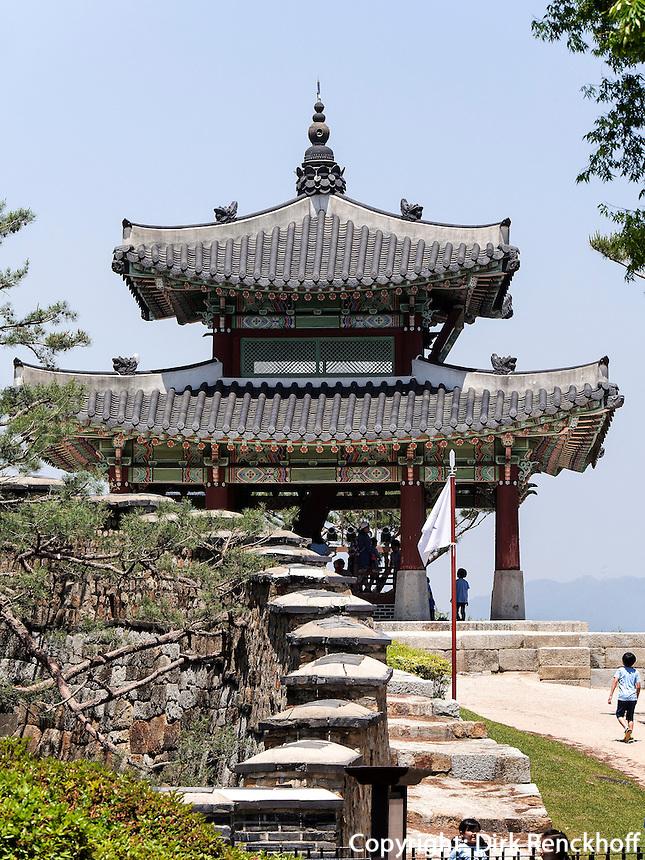 Pavillon Seojangdae Hwaesong Jangdae der Festung von Suwon, Provinz Gyeonggi-do, S&uuml;dkorea, Asien, Unesco-Weltkulturerbe<br /> pavilion Seojangdae Hwaesong Jangdae inside fortress Hwaseong, Suwon, Province Gyeonggi-do, South Korea Asia, UNESCO World-heritage