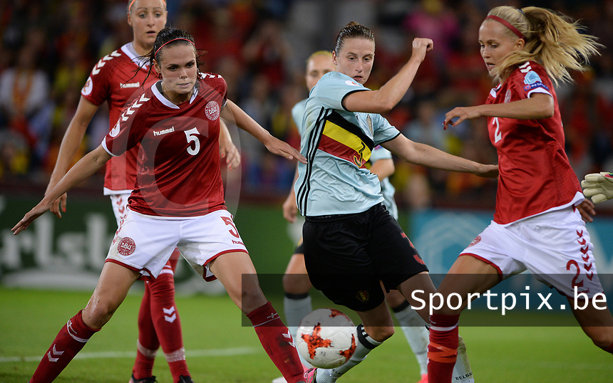 20170716 - DOETINCHEM , NETHERLANDS : Belgian Heleen Jaques (middle) pictured in a duel with Line Roddik (r) and Simone Boye Sorensen (left) during the female soccer game between Denmark and the Belgian Red Flames  , the frist game in group A at the Women's Euro 2017 , European Championship in The Netherlands 2017 , Sunday 16 th June 2017 at Stadion de Vijverberg in Doetinchem , The Netherlands PHOTO SPORTPIX.BE | DAVID CATRY