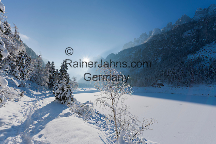 Austria, Upper Austria, Salzkammergut, Gosau: winter scenery at Lower Gosau Lake with Dachstein mountains | Oesterreich, Oberoesterreich, Salzkammergut, Gosau: Winterlandschaft am vorderen Gosausee mit Dachsteingruppe