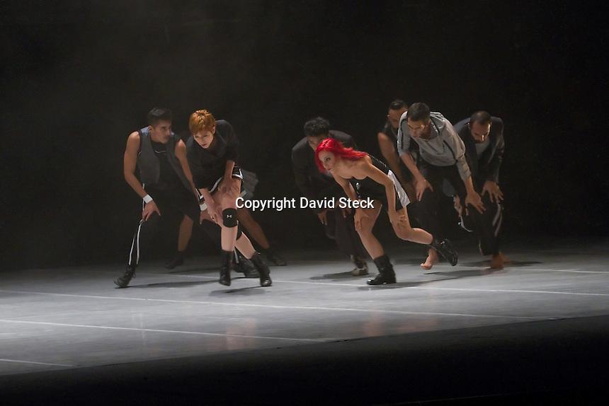 M&eacute;xico, D.F. 13 Noviembre, 2014.- Las compa&ntilde;&iacute;as de danza  &quot;La Intrusa&quot; de Espa&ntilde;a y &quot;Delfos Danza Contempor&aacute;nea&quot; de M&eacute;xico estrenaron en el Teatro de la Ciudad Esperanza Iris sus coreograf&iacute;as &quot;Best of you&quot; y &quot;Sparring Sky&quot;<br />  <br /> Foto: David Steck