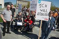 """Protestveranstaltung am Vortag des Europaeischen Protesttag fuer die Gleichstellung von Menschen mit Behinderungen am 4. Mai 2013 in Berlin unter dem Motto """"Ich bin entscheidend"""".<br />Die Demonstrationsteilnehmer forderten u.a. die bislang von der Bundesregierung nicht umgesetzte Umsetzung der UN-Behindertenrechtskonvention, sowie ein selbstbestimmtes Leben ohne Barrieren und echte Inklusion. Keine Unterbringung in Heimen und gemeinsames Leben, Lernen und<br />Arbeiten von Menschen mit und ohne Behinderung.<br />Zu der Demonstration aufgerufen hatten u.a. der Berliner Behindertenverband, der Sozialverband Deutschland, die Bundesinitiative """"Daheim statt Heim"""" und die Aktion Mensch. <br />4.5.2013, Berlin<br />Copyright: Christian-Ditsch.de<br />[Inhaltsveraendernde Manipulation des Fotos nur nach ausdruecklicher Genehmigung des Fotografen. Vereinbarungen ueber Abtretung von Persoenlichkeitsrechten/Model Release der abgebildeten Person/Personen liegen nicht vor. NO MODEL RELEASE! Don't publish without copyright Christian-Ditsch.de, Veroeffentlichung nur mit Fotografennennung, sowie gegen Honorar, MwSt. und Beleg. Konto:, I N G - D i B a, IBAN DE58500105175400192269, BIC INGDDEFFXXX, Kontakt: post@christian-ditsch.de<br />Urhebervermerk wird gemaess Paragraph 13 UHG verlangt.]"""