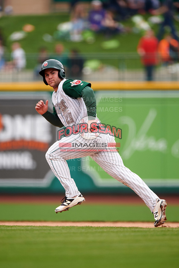Fort Wayne TinCaps center fielder Michael Gettys (28) during the first game of a doubleheader against the Great Lakes Loons on May 11, 2016 at Parkview Field in Fort Wayne, Indiana.  Great Lakes defeated Fort Wayne 3-0.  (Mike Janes/Four Seam Images)