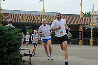 Throo the Zoo 5K, Louisville, KY May 9, 2009 Photo by Tom Moran