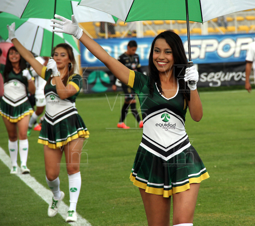 BOGOTA -COLOMBIA, 20 -SEPTIEMBRE-2014. Porristas de La Equidad   durante el encuentro con el  Once Caldas durante partido de la  decima  fecha  de La Liga Postobón 2014-2. Estadio Metroplitano de Techo . / Cheerleaders of Equidad during the match against of Once Caldas during tenth game of the La Liga Postobón date 2014-2. Metropolitano de Techo  Stadium . Photo: VizzorImage / Felipe Caicedo / Staff