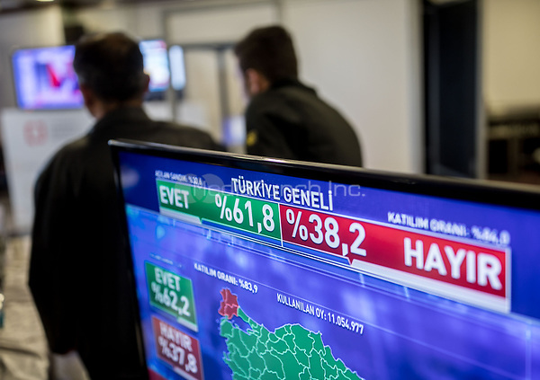 A forecast can be seen on a monitor at the central Electoral Office in Ankara, Turkey, after the closing of polling stations, 16 April 2017. Turkish citizens are voting on a constitutional amendment towards the introduction of a presidential system, which would award more power to the President. A total of 58.2 million eligible voters were summoned to the polls, of which 55.3 million live in Turkey and 2.9 million abroad. Photo: Michael Kappeler/dpa /MediaPunch ***FOR USA ONLY***