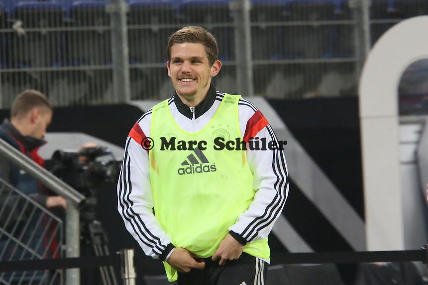 Sebastian Jung (D) bereitet sich auf die Einwechslung vor - Deutschland vs. Polen, WM-Vorbereitung Testspiel, Imtech Arena Hamburg