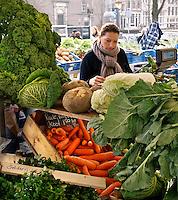 Kraampje op de biologische markt in Amsterdam