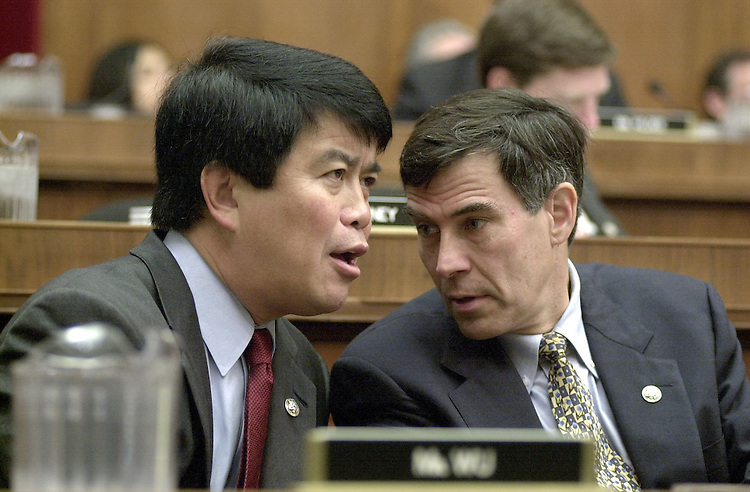 WuD.3(DG)092100 -- David Wu, D-Or., and Rush Holt, D-N.J., talk during science legislation committee hearing on economic importance of improved math-science education.