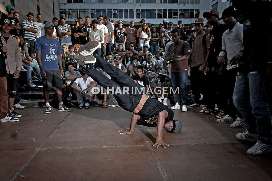 Encontro de B-boys e B-girls, danca de rua, break no Conic. Brasilia. Distrito Federal. 2012. Foto de Ubirajara Machado.