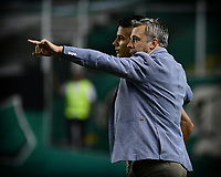 PALMIRA - COLOMBIA, 20-07-2019: Lucas Pusineri técnico del Cali da instrucciones a un jugador durante partido entre Deportivo Cali y Jaguares de Córdoba por la fecha 2 de la Liga Águila II 2019 jugado en el estadio Deportivo Cali de la ciudad de Palmira. / Lucas Pusineri coach of Cali gives direvctions to a player during match between Deportivo Cali and Jaguares de Cordoba for the date 2 as part Aguila League II 2019 played at Deportivo Cali stadium in Palmira city. Photo: VizzorImage / Nelson Rios / Cont