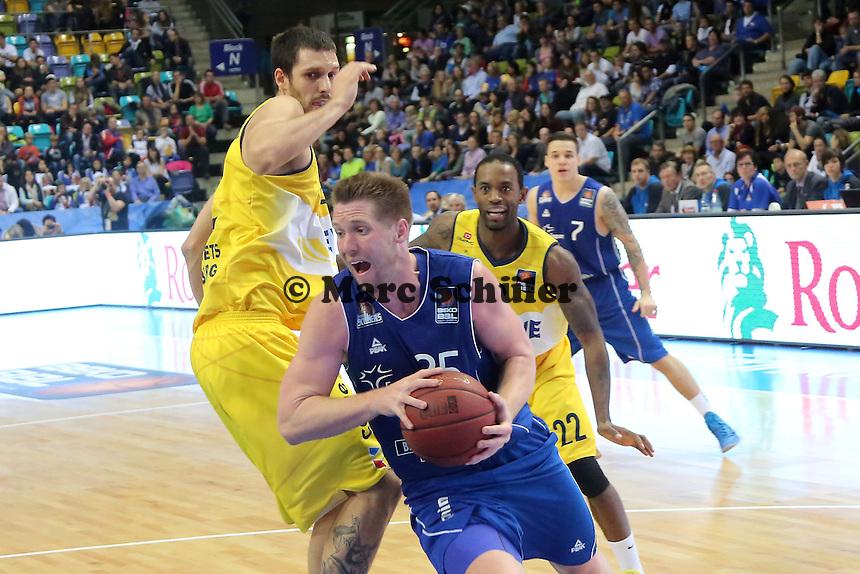 Jacob Burtschi (Skyliners) setzt sich durch- Fraport Skyliners vs. EWE Baskets Oldenburg, Fraport Arena Frankfurt