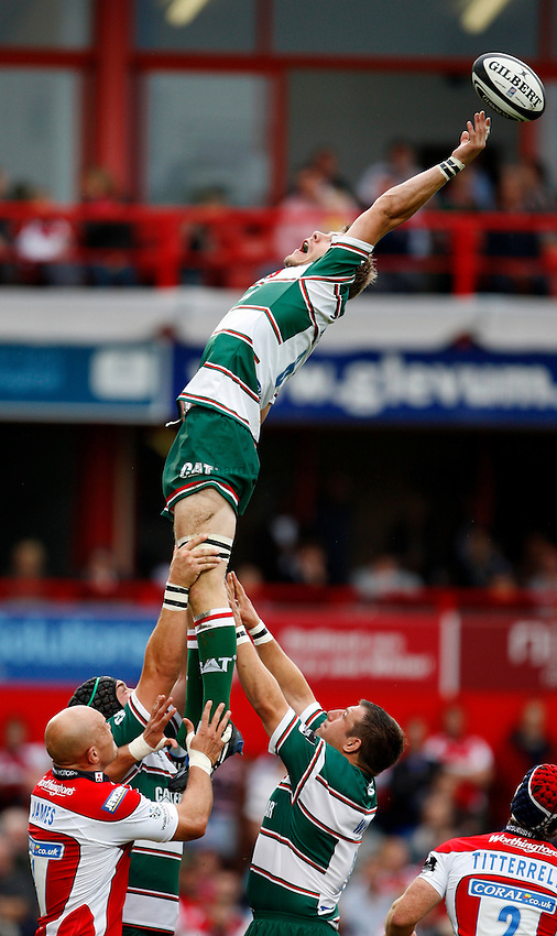 Photo: Richard Lane/Richard Lane Photography. Gloucester Rugby v Leicester Tigers. Guinness Premiership. 07/09/2008. Tigers' Tom Croft reaches for a lineout.