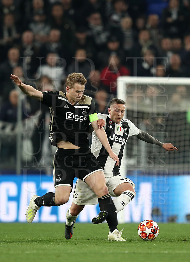 Football Soccer: UEFA Champions UEFA Champions League quarter final second leg Juventus - Ajax, Allianz Stadium, Turin, Italy, March 12, 2019. <br /> Juventus' Federico Bernardeschi (r) in action with Ajax's captain Matthijs de Ligt (l) during the Uefa Champions League football match between Juventus and Ajax  at the Allianz Stadium, on March 12, 2019.<br /> UPDATE IMAGES PRESS/Isabella Bonotto